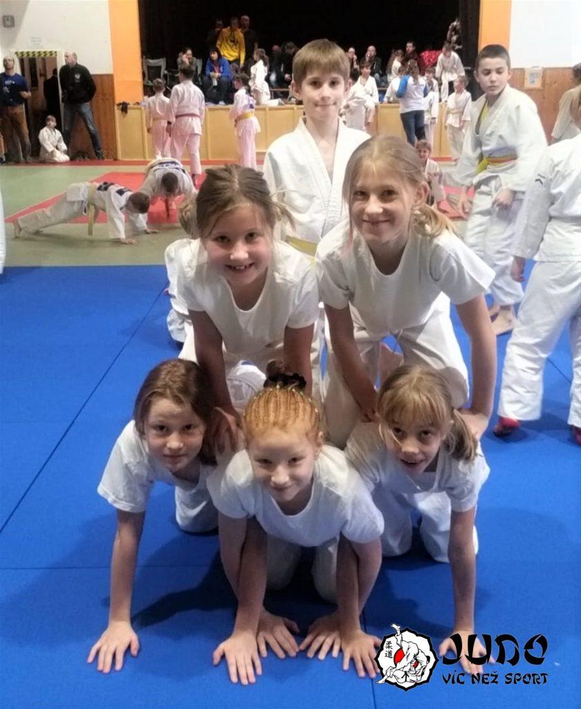 Borci U11 na soutěži ve Velimi